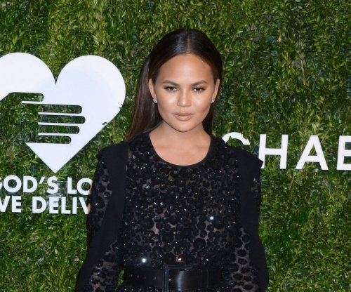Chrissy Teigen slams critical Twitter follower: 'I despise mommy shamers'