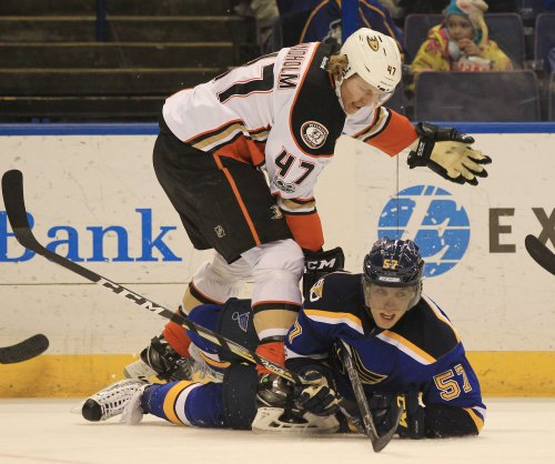 Anaheim Ducks defensemen Hampus Lindholm, Sami Vatanen need surgery
