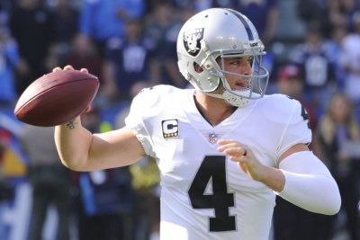 Raiders QB Derek Carr, Cowboys TE Jason Witten named Pro Bowl replacements