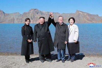Kim Jong Un invites Pope Francis to Pyongyang