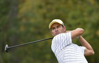 Adam Scott edges closer to golf's No. 1 Tiger Woods