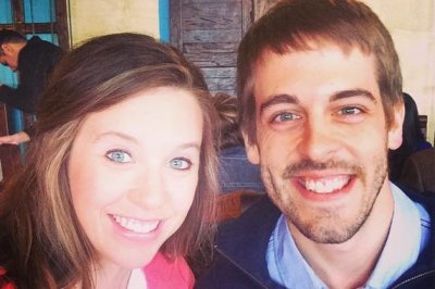 Jill Duggar clarifies Derick Dillard's labor announcement