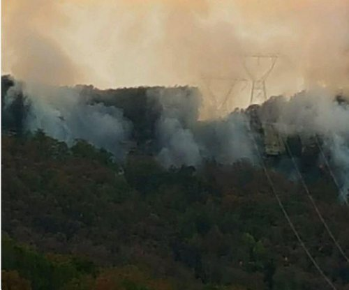 Signal Mountain fire in Tennessee growing