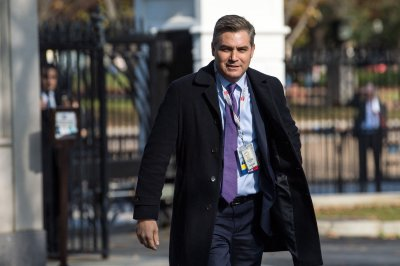 Judge restores CNN reporter's White House press pass