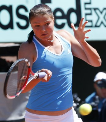 Safina rolls, Ivanovic out at French Open