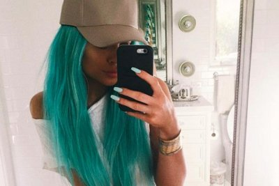 Kylie Jenner debuts blue hair ahead of Coachella