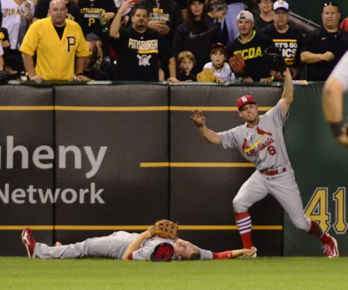 St. Louis Cardinals rookie Stephen Piscotty carted off after violent collision