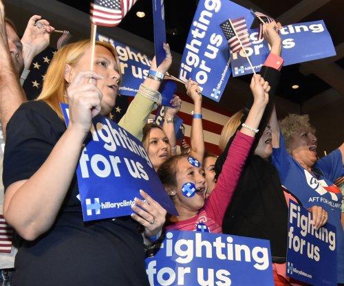 Trump, Sanders outperforming Clinton among white men