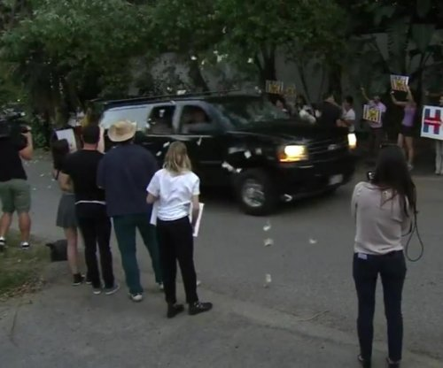 Clinton motorcade showered with wads of cash ahead of Clooney fundraiser