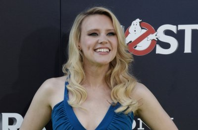 Leslie Jones, Kate McKinnon dazzle on the 'Ghostbusters' green carpet