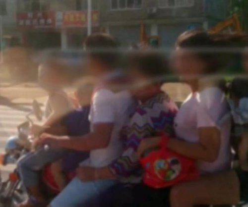 Seven people ride on same motorcycle in Chinese city
