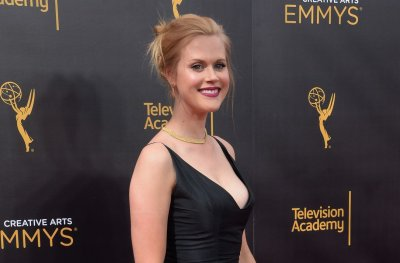 Janet Varney: Comedy world is experiencing 'growing pains'