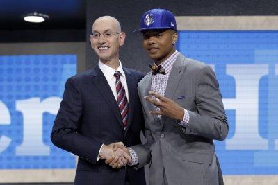 Magic trade Jonathon Simmons, draft picks to 76ers for Markelle Fultz