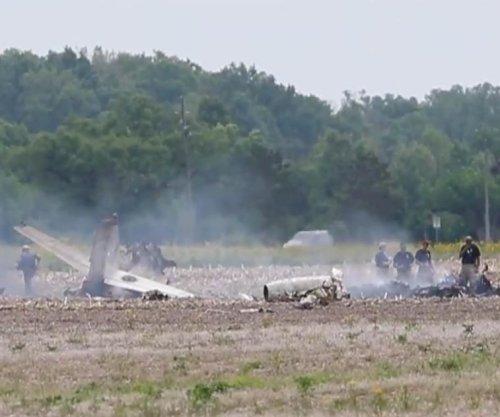 2 dead in plane crash near Indianapolis airport