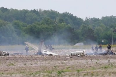 2 dead in plane crash near Indianapolis airport
