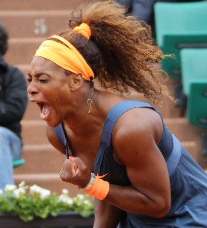 Serena Williams sweeps into French Open fourth round