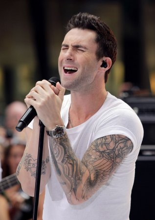 Adam Levine gives 'Sexiest Man Alive' acceptance speech on 'Jimmy Kimmel'