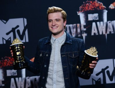 Josh Hutcherson honors Philip Seymour Hoffman at MTV Movie Awards