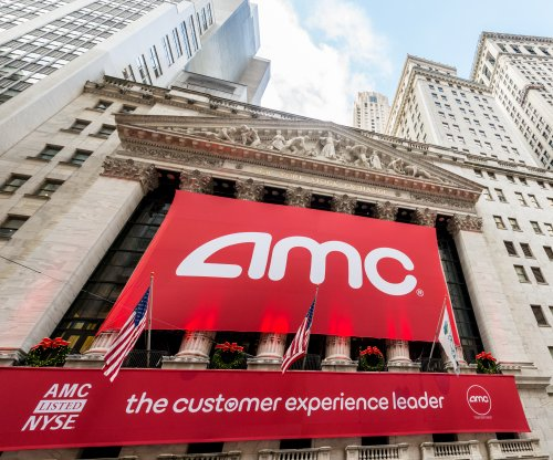 AMC decides against allowing texting in movie theaters