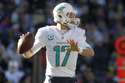 Ryan Tannehill hurt, but Miami Dolphins survive against Arizona Cardinals