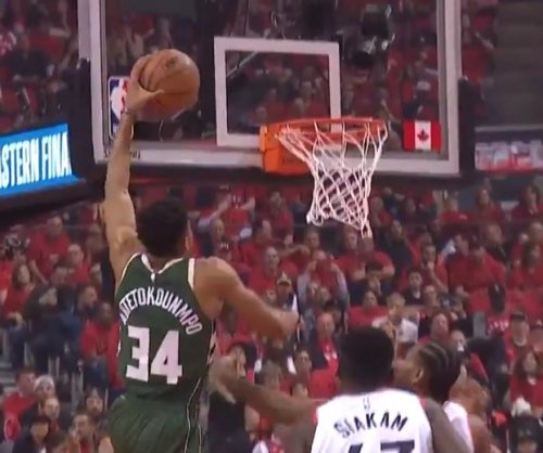 Milwaukee Bucks' Giannis Antetokounmpo nets vicious dunk on Toronto Raptors