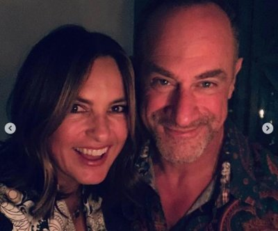 Mariska Hargitay, Christopher Meloni reunite for Sunday dinner