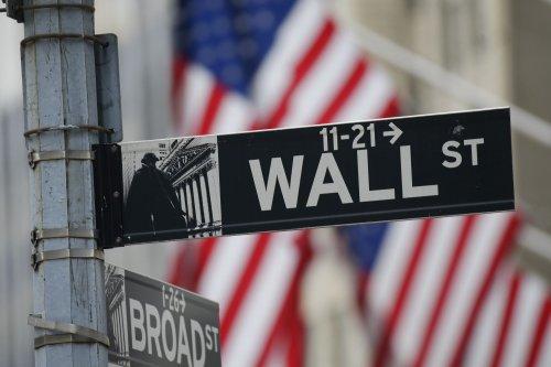 Stocks tumble ahead of Trump's China press conference
