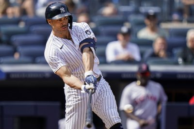 Giancarlo Stanton hits 4th HR in 4 games to lead Yanks past Blue Jays
