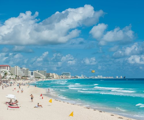 Cancun switches to Eastern time zone