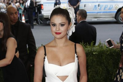 Selena Gomez slams Internet 'lies' amid rehab rumors
