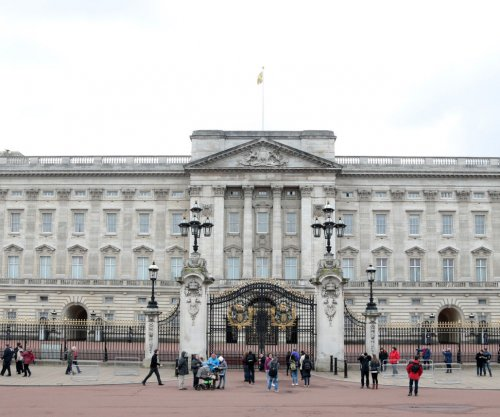 Sword-wielding man arrested after attacking police at Buckingham Palace, officials say