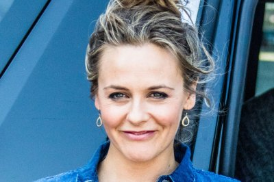 Alicia Silverstone appears nude in new PETA billboard