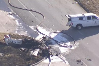 2 people killed in Texas plane crash