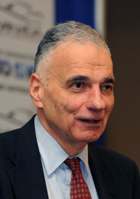 Nader seeks primary challengers to Obama
