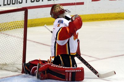 Calgary Flames edge Vancouver Canucks