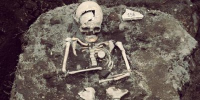 Bulgarian archaeologist uncovers 'vampire grave'