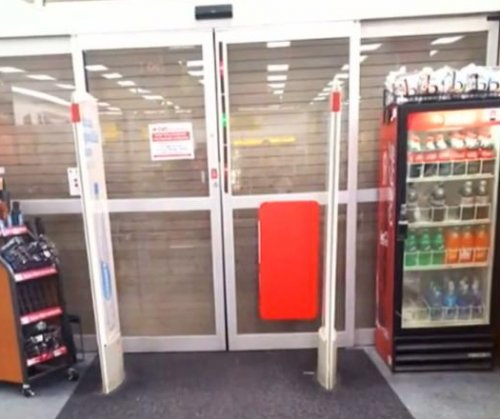 Florida woman calls 911 after being locked inside CVS