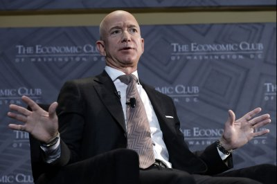 Bezos defends Amazon's work for U.S. government agencies