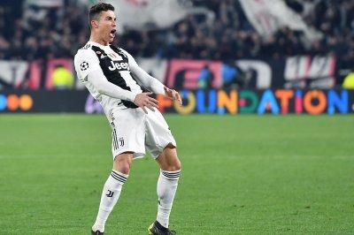 Juventus star Cristiano Ronaldo deflects free kick into top corner vs. Inter Milan
