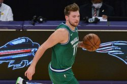 Mavericks' Luka Doncic hits clutch jumper to hold off late run by Celtics