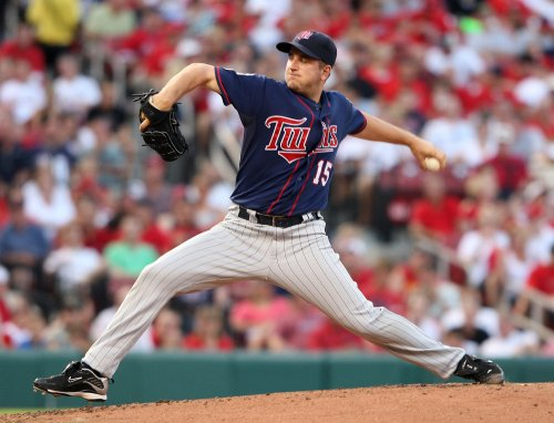 Twins sign closer Perkins to extension through 2017