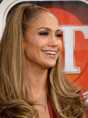 Jennifer Lopez goes makeup-free in bikini selfies