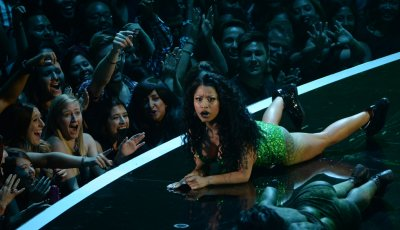Ariana Grande, Nicki Minaj and Jessie J kick off the MTV VMAs