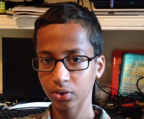 Obama invites Texas teen to White House after 'bomb' clock incident at school