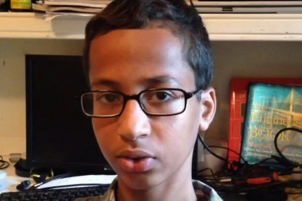 Ahmed Mohamed invited to White House after 'bomb' clock ... | 800 x 532 jpeg 41kB