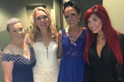 'Teen Mom' star Farrah Abraham attends mom's wedding