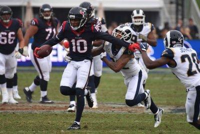 Houston Texans' DeAndre Hopkins tries to recruit Patriots' Malcolm Butler