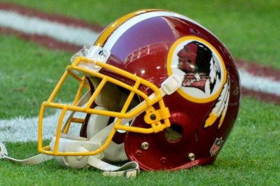 Redskins LT hospitalized for rib injury