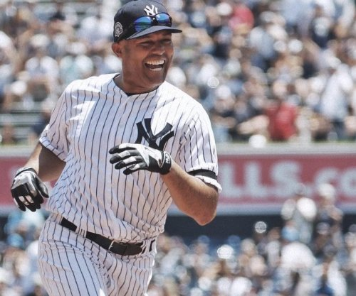 Mariano Rivera hits inside-the-park homer on Old-Timers' Day