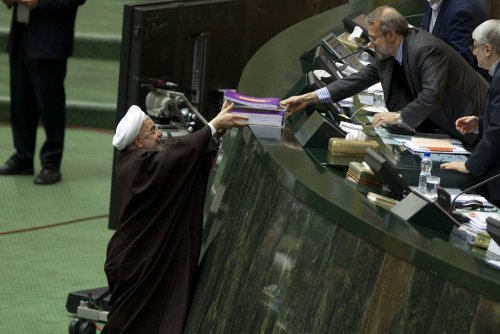 White House vows to veto Iran sanctions bill